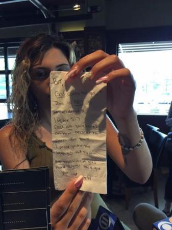Garçonete recebe gorjeta de R$3.800 apenas por crer em Deus