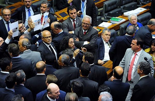 Feliciano critica Santander e provoca bate-boca na Câmara