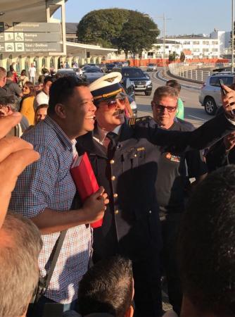Anderson Freire é surpreendido por Celso Portiolli em aeroporto Foto: Arquivo Pessoal