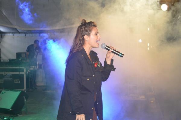 Aline Barros marca presença em evento de Luisburgo