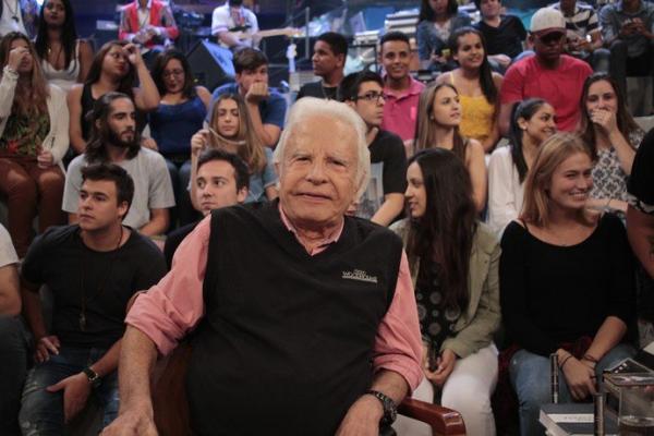Cid Moreira, dono da 'voz de Deus', completa seus 90 anos