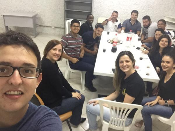 Grupo de Jovens evangelizam na FADILESTE em Reduto
