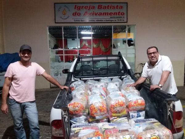 Igreja evangélica de Manhumirim distribuiu cestas básicas na cidade