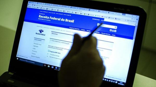 Consulta ao lote do IR pode ser feito pelo site da Receita Federal Foto: Agência Brasil/Marcelo Camargo