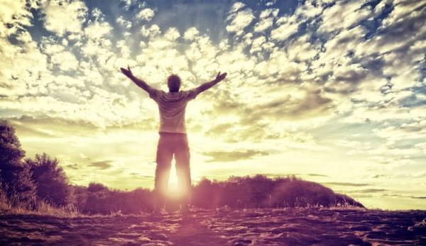 Uma vida em adoração começa quando acordamos pela manhã, e perdura até adormecermos à noite, de modo que todas as atitudes sejam a expressão da nossa gratidão ao Senhor por tudo o que Ele representa para nós.