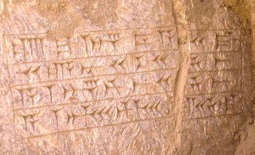 Arqueólogos encontram menções a rei debaixo da tumba de Jonas
