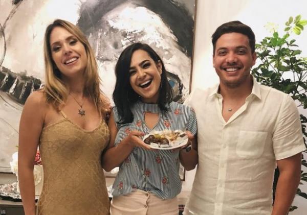 Daniela Araujo canta em festa de Wesley Safadão