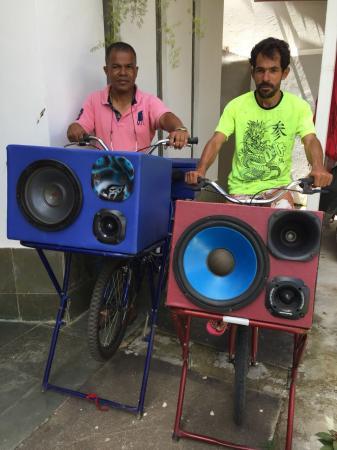 Morador de Manhuaçu investe em bicicleta de som para propaganda