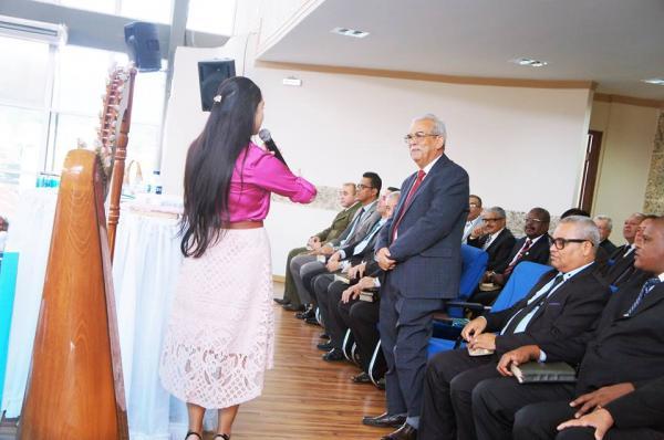 Carolina Emerick atende agenda em culto de Santa Ceia na Assembleia de Deus de João Monlevade - MG