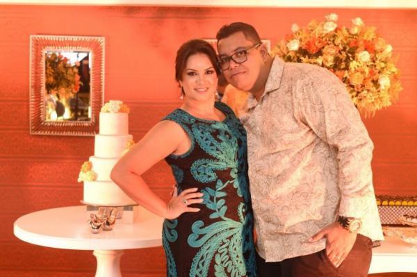 Anderson Freire faz festa de aniversário para esposa Raquel