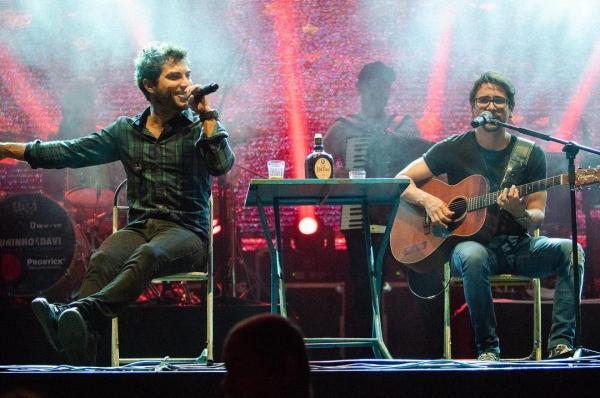 Dupla sertaneja Bruninho & Davi interpreta música gospel