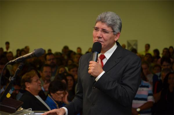 Hernandes é conhecido por participar de conferências e cruzadas evangelísticas. Em 2018 Hernandes fez a abertura do Encontro da Consciência Cristã, uma das maiores conferências direcionadas ao público protestante no Brasil. (foto/Divulgação)