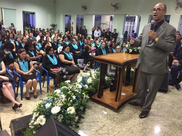 São aproximadamente 350 mulheres, clamando a Deus por um só propósito, famílias.(foto/portalalfavip)