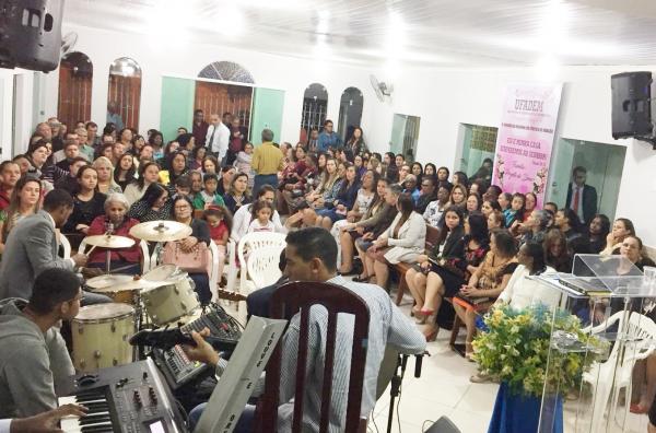 Mais uma vez, representantes de todas as congregações do campo estavam presentes, foi uma noite de muita adoração a Deus, e clamor pelas famílias.(foto/portalalfavip)