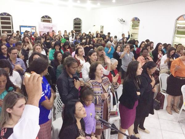 O templo mais uma vez esteve repleto de mulheres, clamando a Deus por sua família.Grandes coisas o Senhor tem feito nesses dias, e muito mais Ele fará.