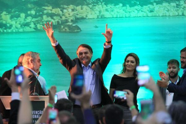 Jair Bolsonaro avança nas intenções em cenário sem Lula