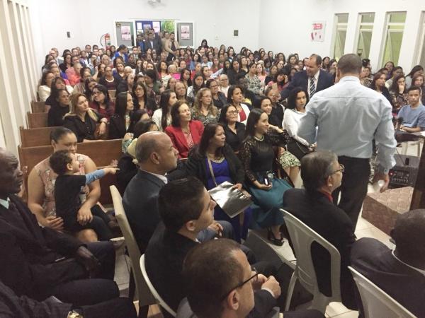 O pastor local, Jorge Gomes, e sua esposa Selma Gomes, também puderam falar um pouco sobre tudo o que Deus tem feito nesses dias de festa.