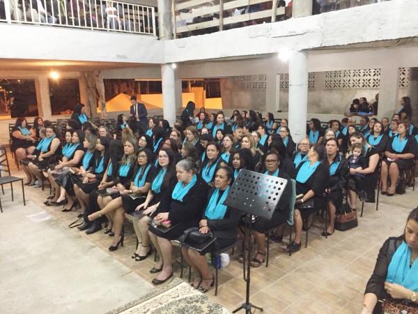 Aproximadamente 300 mulheres, devidamente uniformizadas, estavam presentes, todas clamando a Deus em um só propósito, família.