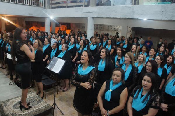 Por volta das 18h00, o culto de encerramento foi dirigido pelo pastor Henrique Costa, onde o conjunto de mulheres entoaram, quatro louvores, levando toda a igreja a adoração. (Foto/PortalAlfavip)