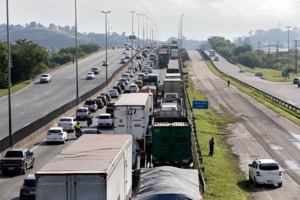 Caminhoneiros ameaçam realizar nova paralisação