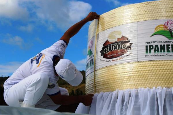 A Festa é realizada pela Prefeitura de Ipanema e conta com o apoio do Laticínio dois Irmãos, para a produção do Queijo e da fábrica de doces Nhá Nair, para a produção do Doce de Leite.