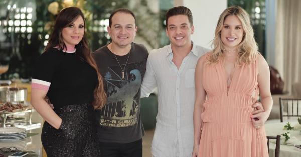 Davi e Verônica Sacer foram convidados a estar presente no ato festivo. Em publicações no Instagram de Verônica, o casal aparece ao lado do cantor.
