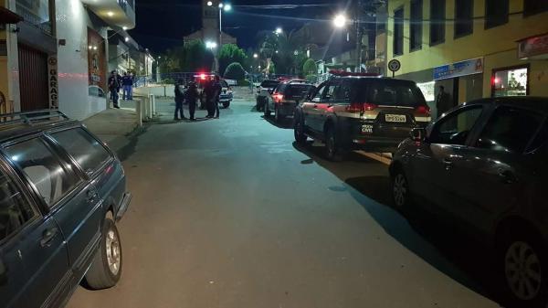 Policiais prendem quatro bandidos que tentaram arrombar banco em Simonésia