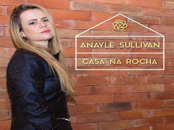 "Anayle Sullivan lança pela Warner Music single e videoclipe ""Casa na Rocha"""