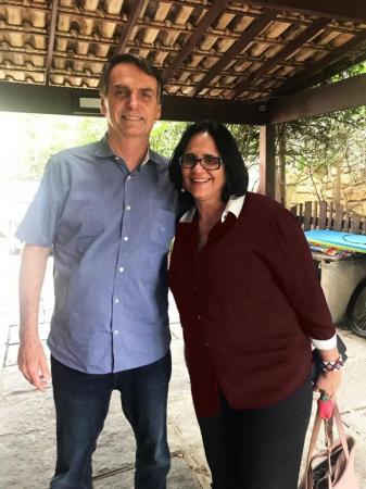 – Não foi prometido nada, mas seria do meu entender uma pessoa extremamente qualificada para desempenhar a função – afirmou Bolsonaro.