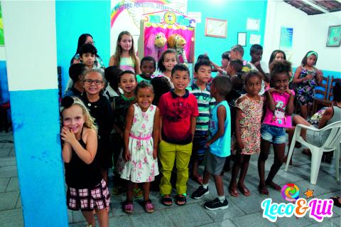 Leco e Lili levou alegria para às crianças de Manhumirim, Veja o Vídeo