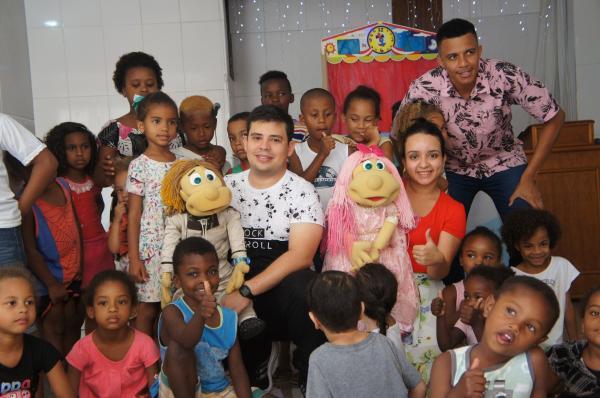 Igreja do bairro Santana realizou uma tarde especial para as crianças com Leco e Lili