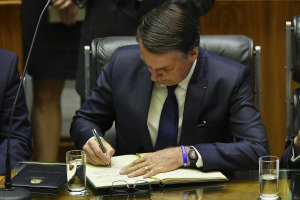 Decreto assinado pelo presidente Jair Bolsonaro e publicado nesta terça-feira (1º) em edição extra do