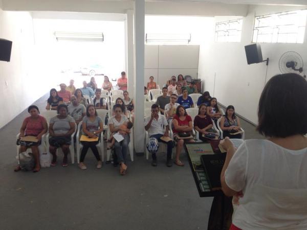 Candidatos para vagas de emprego recebem orientação em Manhuaçu