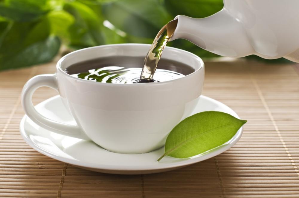 Chás e bebidas quentes são ideais para aquecer a garganta. Não esqueça também de usar os tradicionais cachecóis. Atitudes como estas podem prevenir dores de garganta e ajudar a combater resfriados e amigdalites.