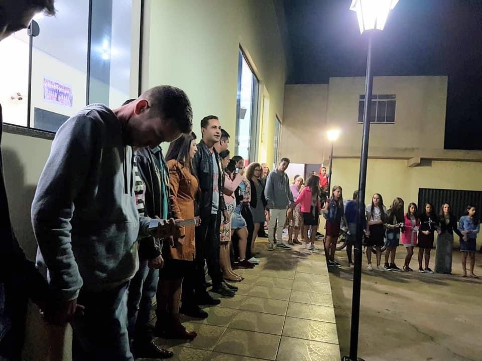Jovens da Assembleia de Deus realizaram serenata em Bom Jesus