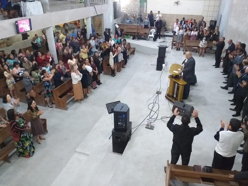 ''Convidamos todos de Manhuaçu e região, para participar deste culto abençoando de oração, sempre aos domingos, venham com sua família, seus amigos, juntos estaremos clamando a Deus por um milagre para sua vida'', convidou, Pastor Henrique Costa.