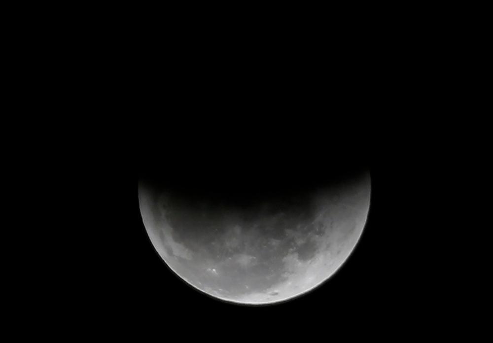 Eclipse parcial na lua em 2018, no céu do Rio de Janeiro — Foto: Marcos Serra Lima/G1