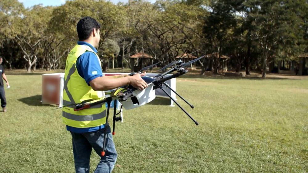 Outros países já estão mais avançados no transporte de comida via drones. Há testes em andamento nos EUA (Califórnia), China e Austrália, por exemplo.