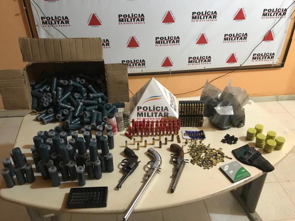 Nesta sexta-feira, dia 16/08, a Polícia Militar desencadeou operação a fim de conter a comercialização de armas de fogo no município de Chalé.