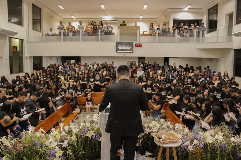 Culto de muita adoração e louvor na Assembleia de Deus em Caratinga (Foto/Hellen Milagres e Lara Domingues)