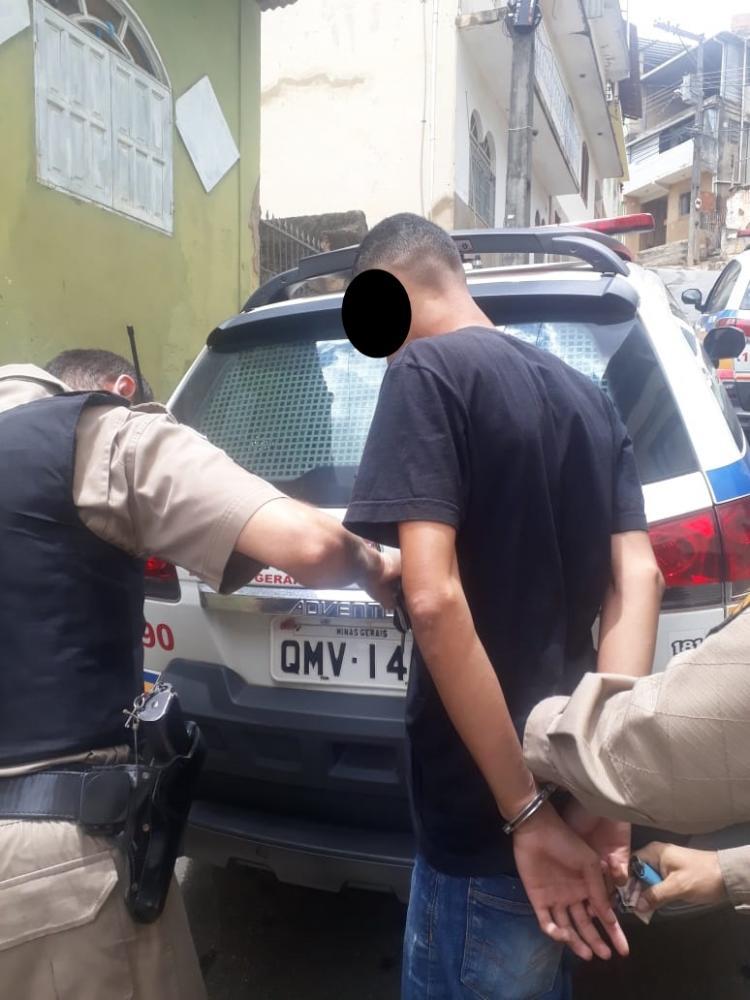 PM prende um dos autores de furto em loja no centro de Manhuaçu