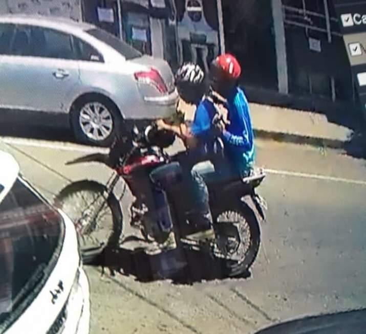Dupla de bandidos rouba malote com 49 mil reais no Centro de Manhuaçu